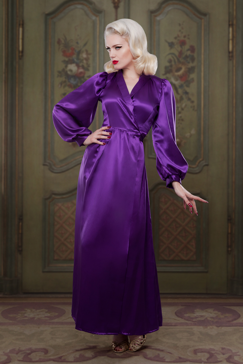 The lustre of silk in the Heather Silk Bettie Robe is increadibly beautiful